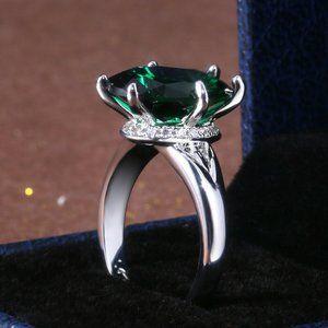 Elegant Oval Cut Emerald .925 Silver Ring